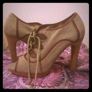 BANANANA REPUBLIC TWEED HEELS WOMENS 7